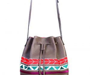 bourse bag taupe ethnic face